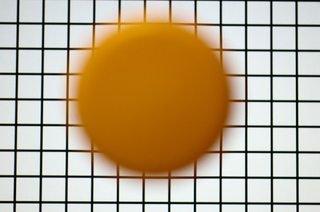 Photo 3: Yellow plastic cap in front of screen, screen in focus